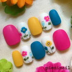 Heat Up Your Life with Some Stunning Summer Nail Art Cute Nail Art, Cute Nails, Pretty Nails, Flower Nail Designs, Toe Nail Designs, Spring Nails, Summer Nails, Sunflower Nail Art, Self Nail