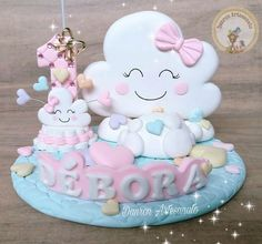 Topo de bolo personalizado de biscuit. 1st Birthday Outfit Girl, Baby Birthday, First Birthday Parties, Baby Girl Shower Themes, Baby Shower Cakes, Fondant People, Cloud Party, Birthday Balloon Decorations, Cake Topper Tutorial