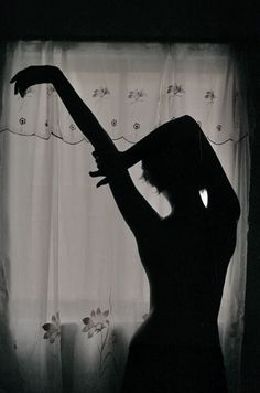 shadow, light, backlit, silhouette, photography - image on . Silhouette Photography, Shadow Photography, Photography Women, Amazing Photography, Portrait Photography, Wedding Photography, Boudoir Photography Poses, Photography Books, Photography Lighting