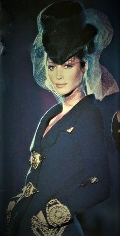 Christy Turlington - Atelier Versace Couture  Runway Show  1992