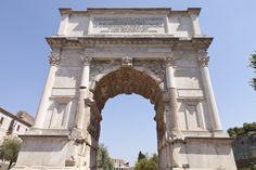 Se trata de un monumento conmemorativo para ensalzar las hazañas y triunfos de Vespasiano y Tito. Posee un único vano flanqueado por dos pilares, con bóveda de cañón en el interior. El valor de este arco reside en la decoración escultórica, sobria en el exterior y desbordante bajo la bóveda. Bajo dicha bóveda, bajorrelieves de gran tamaño representan la entrada triunfal de Vespasiano y Tito en la arrasada Jerusalén y el desfile de los trofeos arrancados a los judíos.