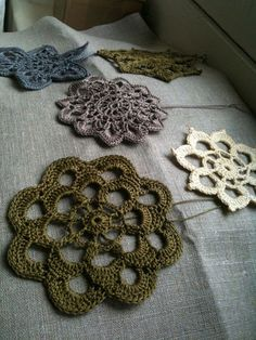 """This is from a wonderful  French blog """"Stipa & alpaga""""... she tries out different refined fibers and has a great way with texture and sequences. Pity my French is so rusty..."""