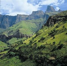 South Africa's Drakensberg Mountains in pictures Paises Da Africa, Out Of Africa, Places To Travel, Places To See, South Afrika, Wale, Kwazulu Natal, Wanderlust, Machu Picchu