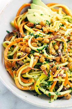 Vegetable Salad with Roasted Chickpeas Spiralized Vegetable Salad with Roasted Chickpeas - Make yourself a healthy rainbow of colors for your next vegetarian meal and topped with a creamy avocado lemon sauce. Colors Primary Colors may refer to: Veggie Recipes, Whole Food Recipes, Salad Recipes, Vegetarian Recipes, Cooking Recipes, Healthy Recipes, Delicious Recipes, Spiral Vegetable Recipes, Easy Recipes