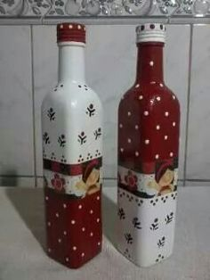 how to fabric decoupage wine bottle Glass Bottle Crafts, Wine Bottle Art, Painted Wine Bottles, Painted Jars, Diy Bottle, Bottles And Jars, Glass Bottles, Christmas Wine Bottles, Jar Art