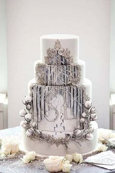 What an incredibly beautiful cake! Reminds me of the Lion the Witch and the Wardrobe!