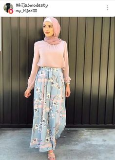 In love with both the outfit and the hijab style. Possible wedding outfit? Modern Hijab Fashion, Hijab Fashion Inspiration, Islamic Fashion, Abaya Fashion, Muslim Fashion, Modest Fashion, Fashion Outfits, Dress Fashion, Trendy Fashion