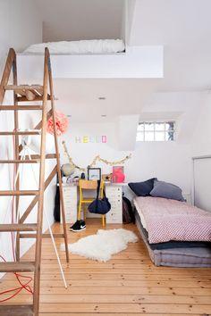 jugendzimmer jungs kleiner raum einzelbett mit bettkasten schreibtisch wei blau kinderzimmer. Black Bedroom Furniture Sets. Home Design Ideas