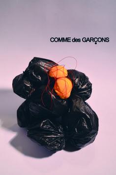 Comme Des Garcons-sintesis conceptual en objeto extraño