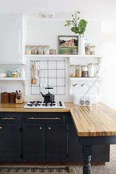 How surprisingly clean pitch black cabinets can make a space look, especially with the addition of brass hardware and the contrast of white walls or countertops.  Repost kitchen design idea from Pinterest.