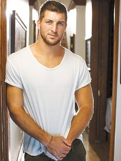 People Magazine Sexiest Man Alive Chris Hemsworth AND Tim Tebow made the top ten list. Of course we knew this without People having to tell us! Tim Tebow Football, Football Players, Rugby Players, Football Food, Football Season, Night To Shine, Christian Men, Raining Men, Athletic Men
