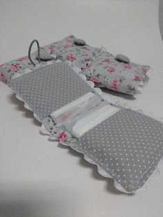 Best 12 18 Ideas For Patchwork Artesanato Tecido Sewing Hacks, Sewing Tutorials, Sewing Patterns, Fabric Crafts, Sewing Crafts, Sewing Projects, Diy Crafts, Pochette Diy, Sanitary Napkin