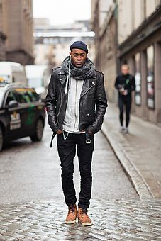 Layered look for winter. Slim fit jeans, hoodie under leather jacket with scarf and beenie accessories. Stockholm Street Style, Street Style Blog, Biker Jacket Outfit, Gentleman Style, Trends, Men Looks, Swagg, Winter Fashion, Mens Fashion