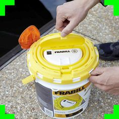 Frabill 4825 Insulated Bait Bucket Built in Aerator 1.3 Gallons