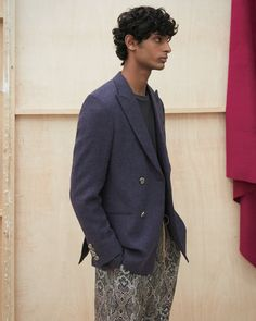 Designed with elegance in mind, the Malvin jacket is made from a delicate navy Japanese linen. It also includes a splittable front, below the hips, cut and easily accessible pockets. Double Breasted, Suit Jacket, Women Wear, Japanese, Navy, Elegant, Model, How To Wear, Jackets