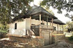 Prahova, sec. al XIX-lea Adobe House, Prefabricated Houses, Traditional House, Architecture Details, Painting Inspiration, Gazebo, Sweet Home, Places To Visit, Floor Plans