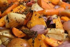 Create inexpensive and quick meals with these cheap food staples. This list of frugal pantry staples on a budget will help you make dinner fast! Roasted Root Vegetables, Root Veggies, Grilled Veggies, Organic Vegetables, Healthy Foods To Eat, Healthy Eating, Healthy Nutrition, Healthy Weight, Quick Cheap Meals