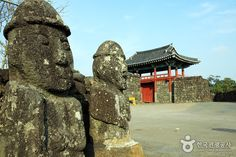 Day 3-Seongup Folklore Village Seongeup Folk Village is a small town that holds a vast amount of culture located in Jeju island