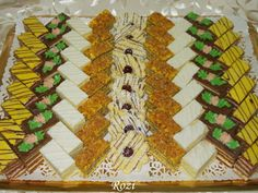 Rozi Erdélyi konyhája: Lakodalmas sütemények Hungarian Cookies, Hungarian Cake, Small Cake, Winter Food, Food And Drink, Sweets, Blog, Christmas, Cook Books