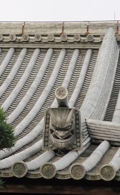 Onigawara ( decorative ridge-end tile (traditionally bearing the face of a demon and resembling a gargoyle) ) ,Omotesando