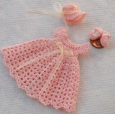 Fabulous Crochet a Little Black Crochet Dress Ideas. Georgeous Crochet a Little Black Crochet Dress Ideas. Crochet Dress Girl, Baby Girl Crochet, Crochet Doll Clothes, Crochet For Kids, Crochet Baby Mittens, Crochet Baby Blanket Beginner, Baby Knitting, Crochet Hats, Baby Crafts