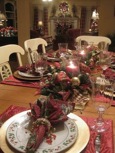 christmas table setting in maroon hues