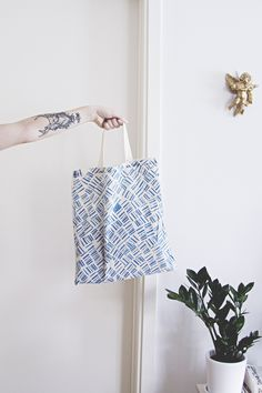 Tygkasse med potatistryck av Johanna Lidbrandt Tote Bag, Coloring, Indian, Threading, Carry Bag, Tote Bags