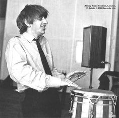 _Ringo Starr; England/Inglaterra; London/Londres; Abbey Road; EMI Studios/Estúdios EMI; Studio Two/Estúdio 2 da Abbey Road; Recording of A Hard Day's Night/Gravação do álbum A Hard Day's Night; February 25th 1964/25 de fevereiro de...