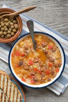 This Mediterranean pinto beans & rice soup is the perfect vegan & gluten free comfort food for this fall!