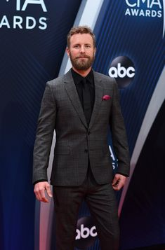 Photos: The Best from The Annual CMA Awards Red Carpet Dierks Bentley – jährliche CMA Awards Best Country Music, Country Music Stars, Country Singers, Suzuki Jimny, Dierks Bentley, Country Strong, Country Men, Volkswagen, Lauren Alaina