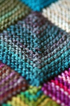 "Texture - would make a wonderful ""patch quilt"" of knit squares using up small quantities of leftover yarn. Knitting Stitches, Knitting Yarn, Hand Knitting, Knitted Afghans, Knitted Blankets, Stitch Patterns, Knitting Patterns, How To Purl Knit, Tutorials"