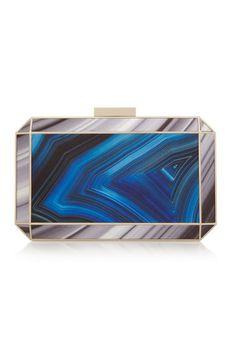 Caja azul y plateada de Anya Hindmarch.