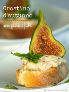 Crostino d'autunno con quark e fichi Cheese Recipes, Finger Foods, Baked Potato, Healthy Recipes, Healthy Food, Appetizers, Potatoes, Baking, Estate