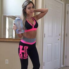 Quem vai de Superhot hoje para o treino!?! . Look da nova coleção Valley of Fire. Morremos de amores.  Obs: Não esqueça de se hidratar muito durante seus treinos.  http://ift.tt/1PcILpP  www.fitzee.biz Whatsapp: 4191444587  #missfitbrasil #lifestylefitness #lindaatetreinando #amamostreinar  #bestrong #girlswholift #beautiful #besuperhot #fitnessmotivation #girlswithmuscles #fitness #fitnesswear #gymlovers #dedication #motivation #gymlife #fitgirl #gethealthy #healthychoice #fitmotivation…
