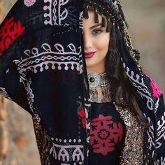 Kurdish dress Cute Girl Photo, Girl Photo Poses, Girl Photos, Afghan Clothes, Afghan Dresses, Beautiful Girl Image, Beautiful Hijab, Muslim Beauty, Iranian Beauty
