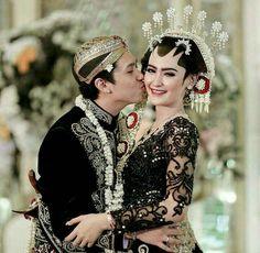 Makeup quotes bride Ideas for 2019 Kebaya Wedding, Muslimah Wedding Dress, Wedding Bride, Wedding Dresses, Javanese Wedding, Indonesian Wedding, Foto Wedding, Dream Wedding, Model Kebaya