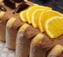 Bûche façon charlotte chocolat orange Orange Confit, Beignets, Sausage, French Toast, Food And Drink, Pudding, Sweets, Breakfast, Caramel