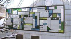 Mission Style dix Triangles bleu/vert géométrique--panneau de fenêtre 10 « x 28 »-vitrail Il s'agit d'un nouveau design original pour un panneau de vitrail. Ce panneau mesure environ 10 x 28. Il a été créé avec l'idée d'être un écran de la vie privée qui serait ajouter une palette de couleurs douces verts et bleus à la chambre. Il a beaucoup de différents types de verre clair texturé ainsi que quelques gouttes de verre supplémentaire. Le panneau a suspendu les anneaux sur les quatre co...