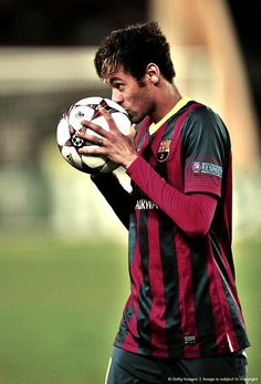 Neymar Jr is the best player he is an inspiration to many little soccer players Soccer Guys, Good Soccer Players, Best Football Players, Football Is Life, Soccer Stars, World Football, Play Soccer, Football Soccer, Soccer Ball