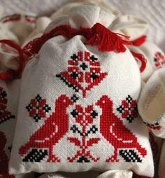 Beregi keresztszemes - Képtár - G-Portál Baby Knitting Patterns, Diy Crochet, Christmas Sweaters, Cross Stitch, Costumes, Embroidery, Bird, Hobbit, Hungarian Embroidery