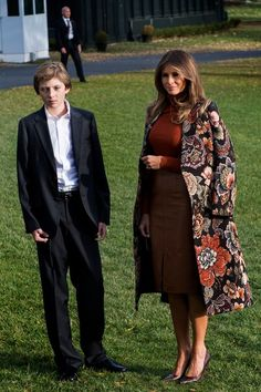 Melania Trump Photos - First Lady Melania Trump (R) and her son Barron stand on the South Lawn during departure at the White House in Washington, DC, on November 21, 2017. / AFP PHOTO / JIM WATSON - President Trump and First Lady Melania Depart the White House En Route to Mar-a-Lago for Thanksgiving Holiday
