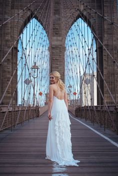 A destination wedding in New York - and the perfect location for photos right on the Brroklyn Bridge! Most Beautiful Wedding Dresses, Wedding Dresses Plus Size, Beautiful Bride, Wedding News, New York Wedding, Fall Wedding, New York City, Summer Wedding Decorations, Anniversary Pictures