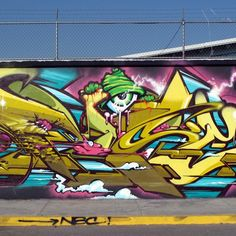 Pose. MSK. Graffiti.