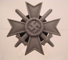 28/LXI Militaria UK – WW2 Deutsche (German) – War Merit Cross 1st Class with Swords 1939. Screwback. c.1939 - 45.