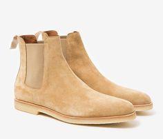 Superbes Chelsea Boots en veau velours beige de chez Common Projects #style #Menstyle #shoes #boots #chelseaboots #commonprojects