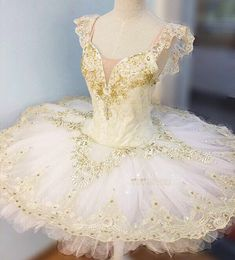 Creamy (Ivory) color professional tutu perfect for Aurora wedding scene and many other classical variations. There might be minor variation in final product due to lace batch changes. Please provide the following measurements: 1. Height (cm) 2..Weight (kg) 3. Bust (cm) - #8 line
