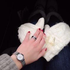 Elegancja w kobiecym stylu. #Bering #beringwatches #classy #rednails #butikiswiss #dlaniej