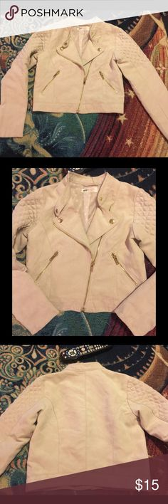 LIL GIRLS 💖 SZ 9 CREAM SUEDE JACKET~NWT~ This is still brand new and never worn. I think our little one forgot she had it. Its so adorable with gold hardware and PERFECT FOR SPRING👍👍💐💐💖💖💖💕💕💕 H&M Jackets & Coats Blazers