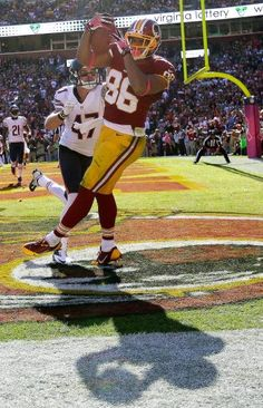 Washington Redskins tight end Jordan Reed pulls in a touchdown pass under pressure from Chicago Bears free safety Chris Conte