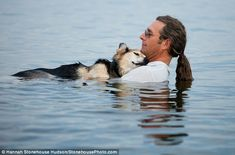 Man lulls arthritic dog to sleep every night in the lake - one of the sweetest stories ever